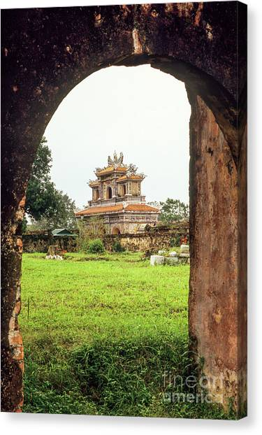 Canvas Print - Hue Hien Nhon Gate 03 by Rick Piper Photography