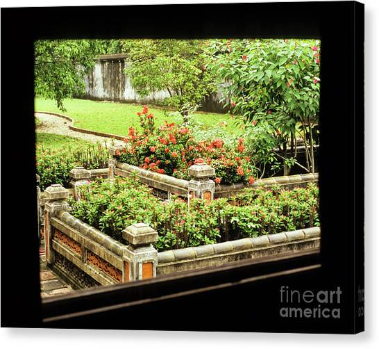 Canvas Print - Hue Imperial Citadel Pavillion Window 01 by Rick Piper Photography