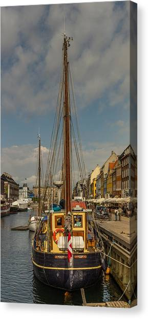 Sightseeing Canvas Print - inquiring Minds by Capt Gerry Hare