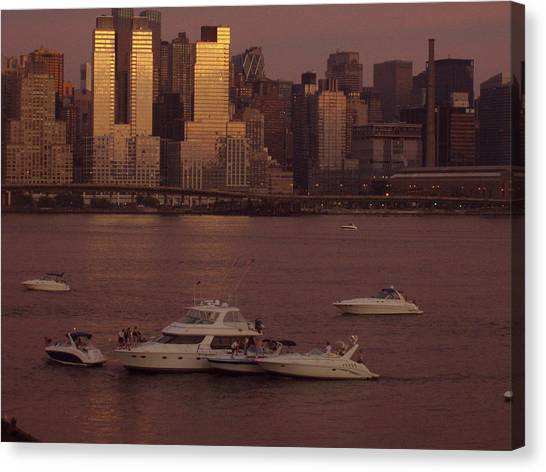 July 4th On The Hudson Canvas Print by Wendy Uvino