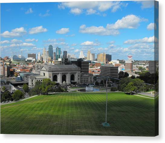 Kc Skyine Canvas Print