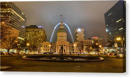 Kiener Plaza And The Gateway Arch Canvas Print