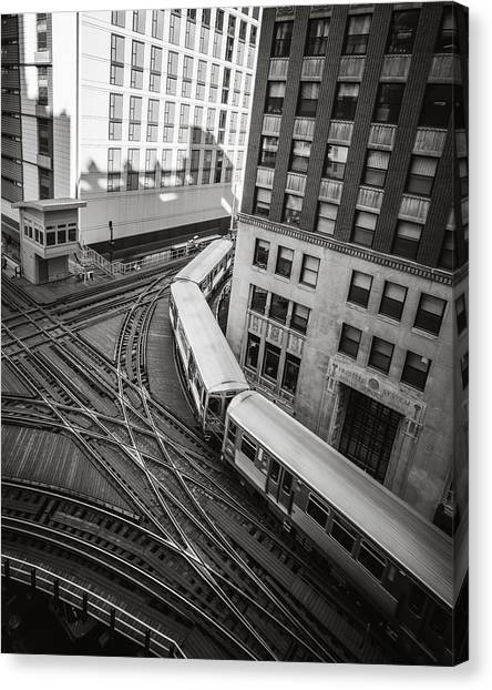 L Train In Chicago Canvas Print