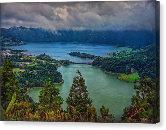 Lagoa Verde E Lagoa Azul Canvas Print
