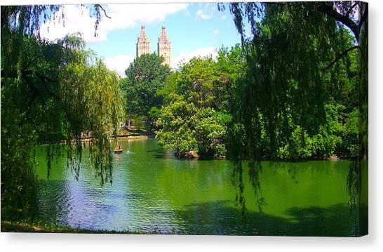Lakeside In Manhattan, New York Canvas Print