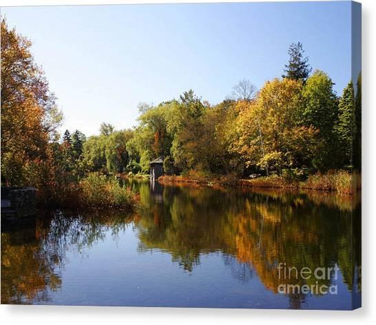 Little Shawme Pond In Sandwich Massachusetts Canvas Print