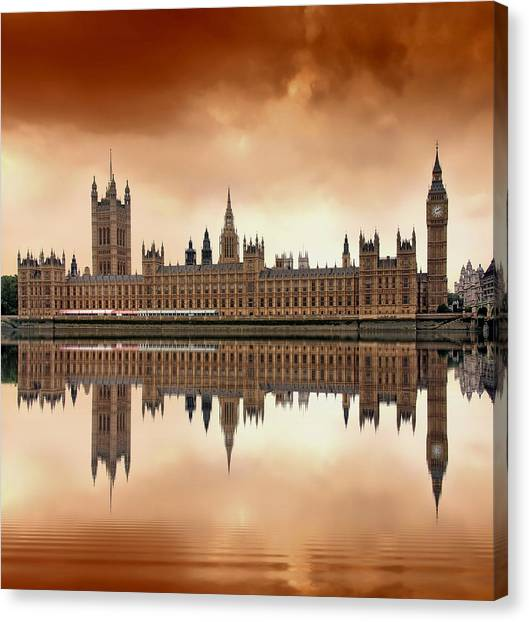 Water Canvas Print - London by Jaroslaw Grudzinski