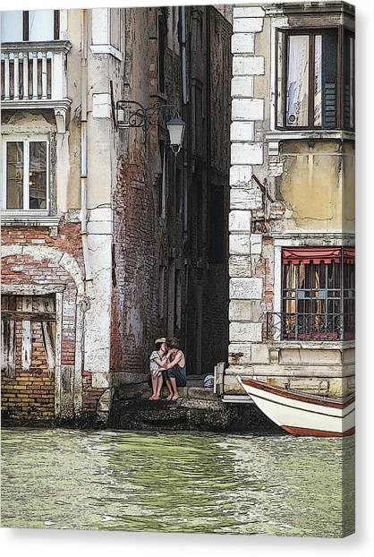 Lovers In Venice Canvas Print