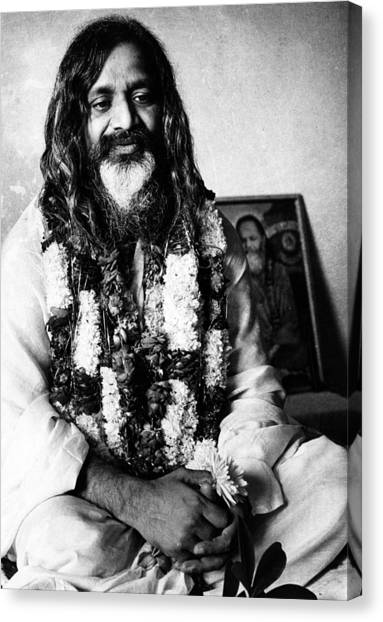 Yogi Canvas Print - Maharishi Mahesh Yogi, New Delhi by Everett
