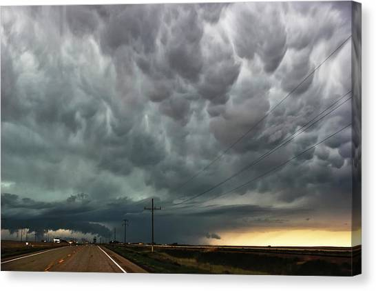 Mammatus Over Montata Canvas Print
