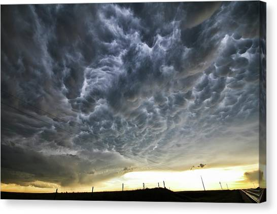Mammatus Over Nebraska Canvas Print