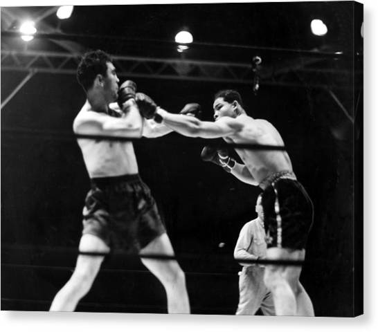 Max Schmeling Fights Joe Louis Canvas Print by Everett