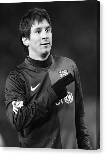 Lionel Messi Canvas Print - Messi 8 by Rafa Rivas