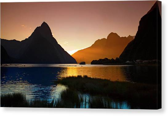 Milford And Mitre Peak At Sunset Canvas Print