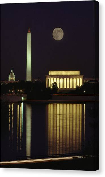 Washington Monument Canvas Print - Moonrise Over The Lincoln Memorial by Richard Nowitz