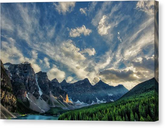 Moraine Lake Sunset - Golden Rays Canvas Print