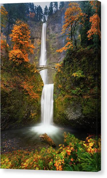 Multnomah Falls In Autumn Colors Canvas Print