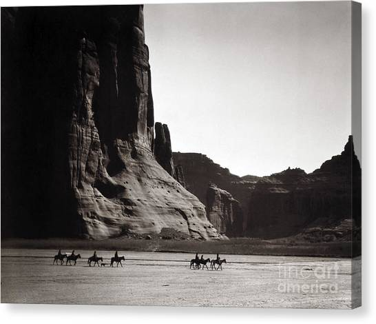Navajos Canyon De Chelly, 1904 Canvas Print