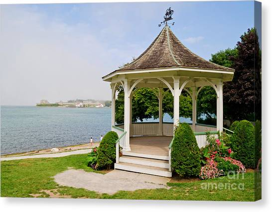 Niagara On The Lake Gazebo 2014 Canvas Print