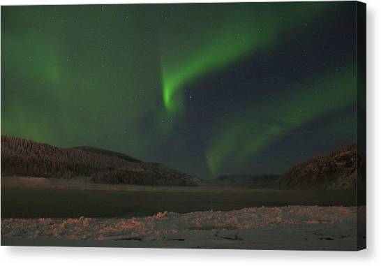 Canvas Print featuring the photograph Northern Yukon Lights 6 by Phyllis Spoor