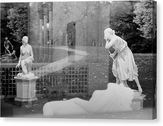 Nyc Whispering Statues Canvas Print
