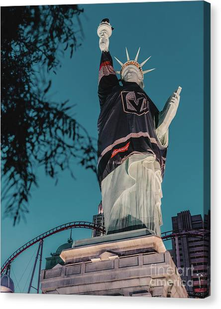 Vegas Golden Knights Canvas Print - Nyny Statue Vgk by Edgar Lara