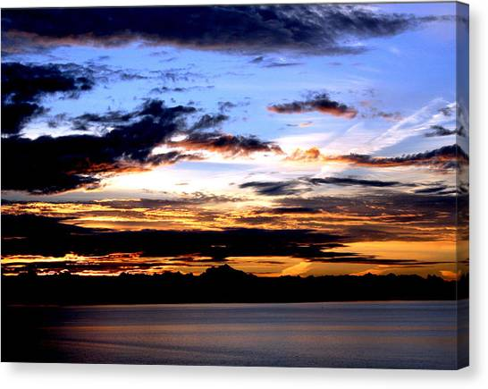 Oak Harbor Sunrise Sr 1002 Canvas Print by Mary Gaines