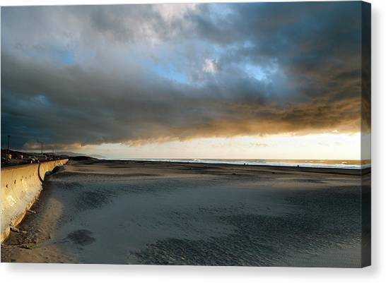 Canvas Print - Ocean Beach Under Cover by Daniel Furon