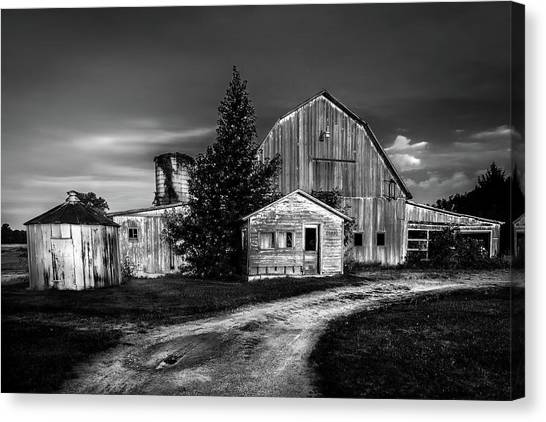 Ohio Barn At Sunrise Canvas Print