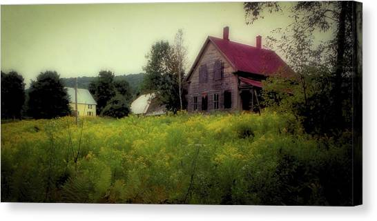 Canvas Print featuring the photograph Old Farmhouse - Woodstock, Vermont by Samuel M Purvis III