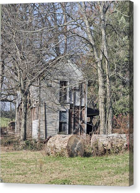 Old Homestead Canvas Print by Linda A Waterhouse