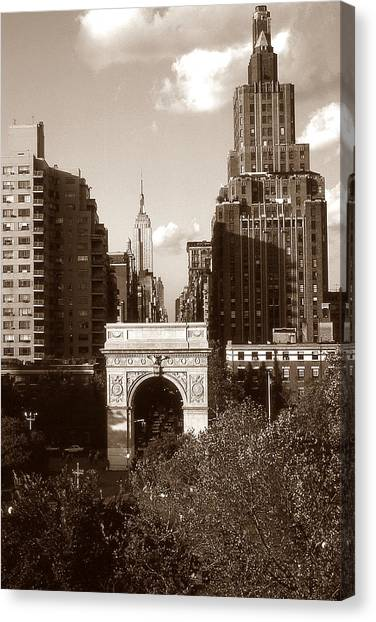 Washington Arch And New York University Canvas Print