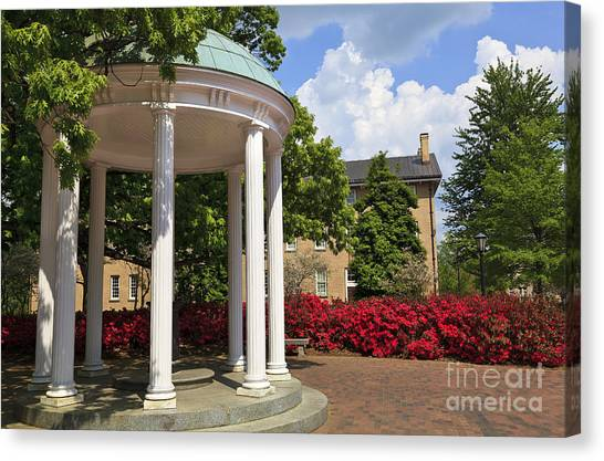 Old Well At Chapel Hill In Spring Canvas Print