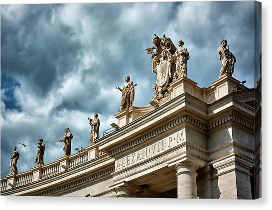 On Top Of The Tuscan Colonnades Canvas Print