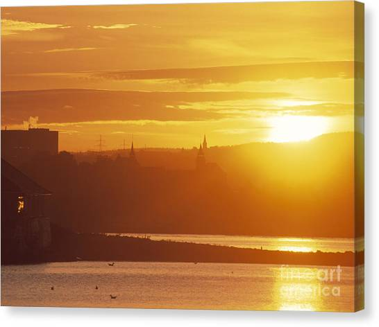 Oslo Sunrise Canvas Print by Kim Lessel