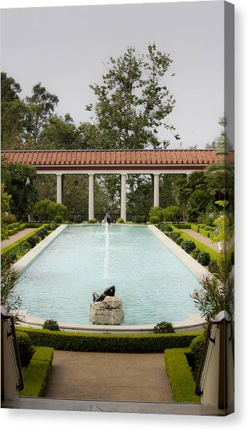 J Paul Getty Canvas Print - Outer Peristyle Pool And Fountain Getty Villa by Teresa Mucha