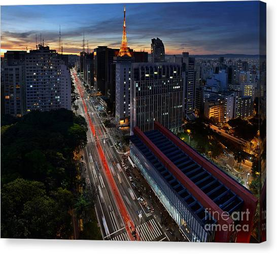 Paulista Avenue And Masp At Dusk - Sao Paulo - Brazil Canvas Print