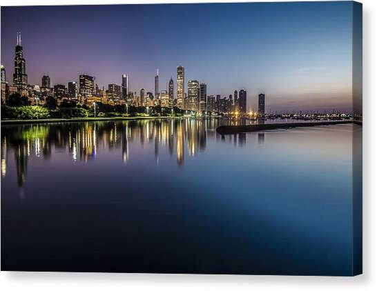 Peaceful Summer Dawn Scene On Chicago's Lakefront Canvas Print