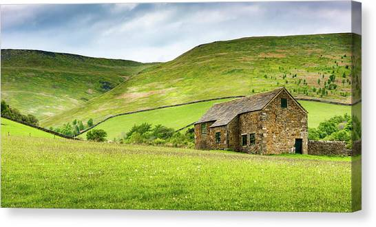 Canvas Print featuring the photograph Peak Farm by Nick Bywater