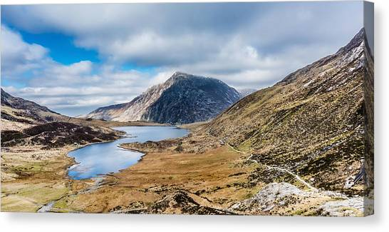 Canvas Print featuring the photograph Pen Yr Ole Wen by Nick Bywater