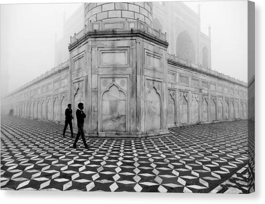 People Walking In Taj Mahal Canvas Print