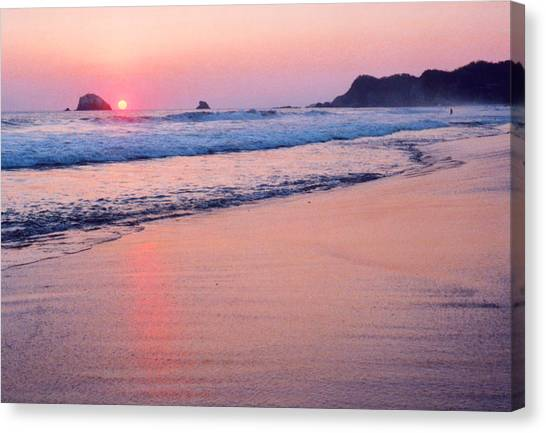 Pink Sky In Zipolite 2  Canvas Print by Lyle Crump
