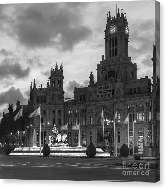 Plaza De Cibeles Fountain Madrid Spain Canvas Print