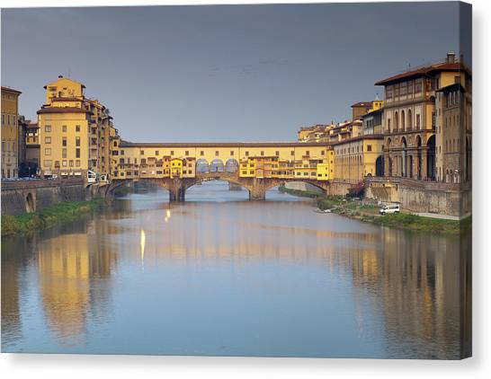 Ponte Vecchio Canvas Print by Andre Goncalves