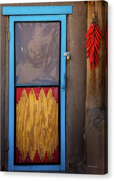 Puerta Con Chiles Canvas Print