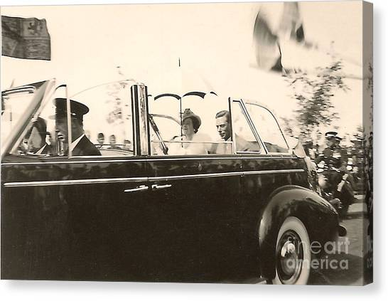 Queen Elizabeth And King George Vi Canvas Print