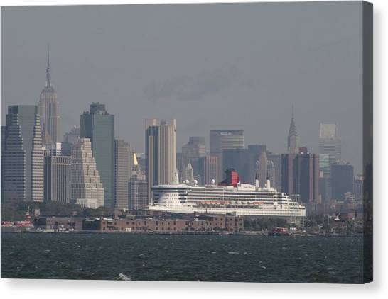 Queen Mary 2 Canvas Print by Christopher Kirby