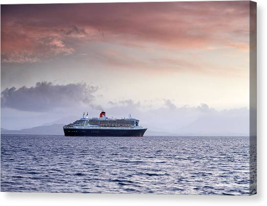 Queen Mary 2 Canvas Print by Grant Glendinning