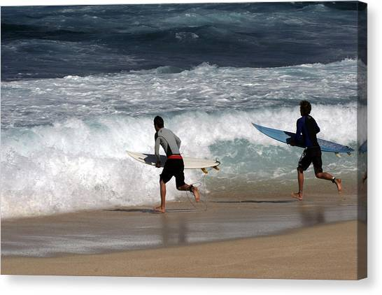 Race To The Waves Canvas Print