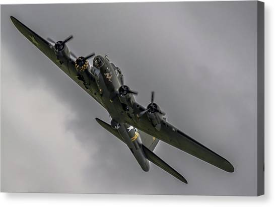 Raf Scampton 2017 - B-17 Flying Fortress Sally B Turning Canvas Print